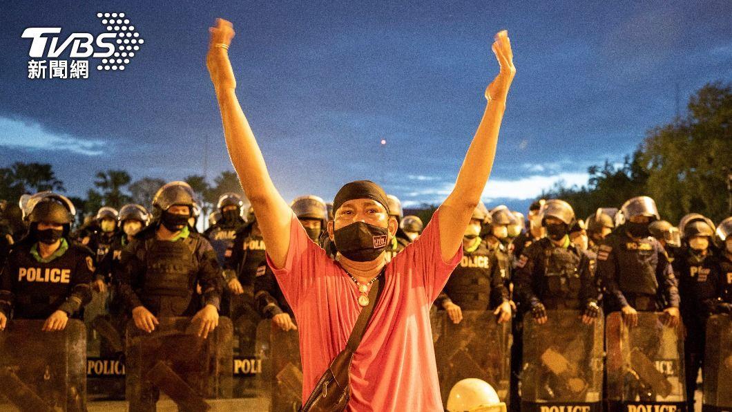 泰國再次發起示威抗議。(圖/達志影像美聯社) 泰國學生批政府防疫不力、拖垮經濟 示威要求總理下台