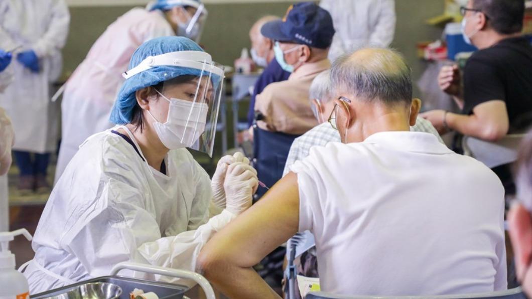 台中衛生局希望施打疫苗殘劑以65歲以上優先。(圖/台中市政府提供) 疫苗殘劑開放預約 「有的話通知我!」診所電話被打爆