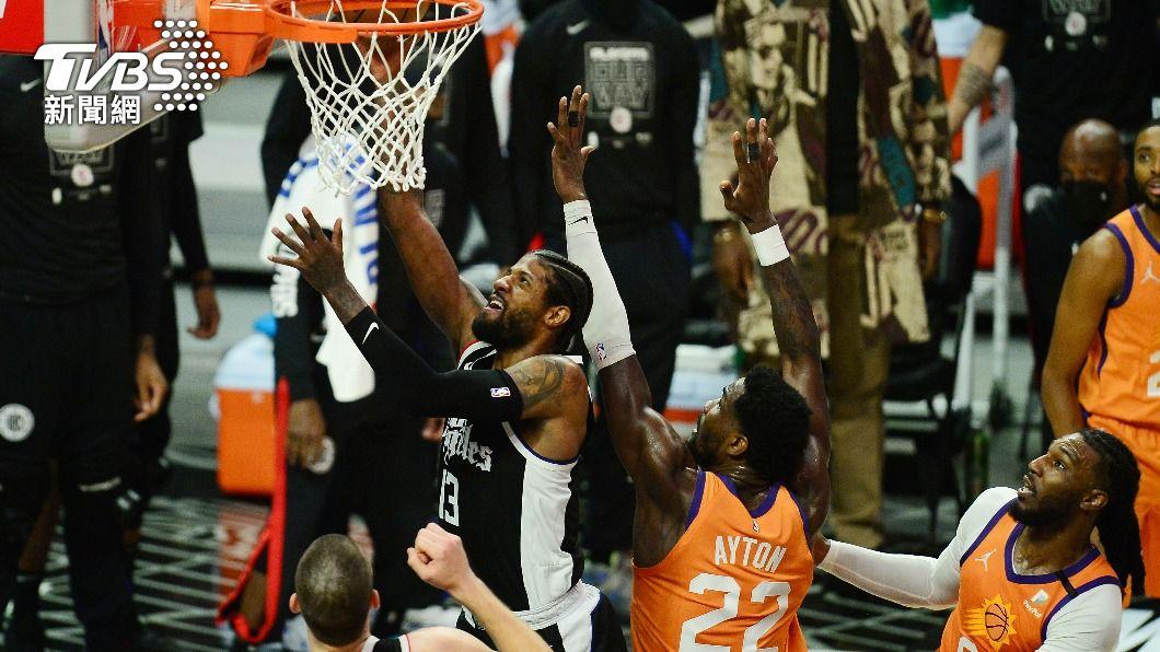 (圖/達志影像路透社) NBA太陽雙星手感冰冷 喬治雙十率快艇扳回一城