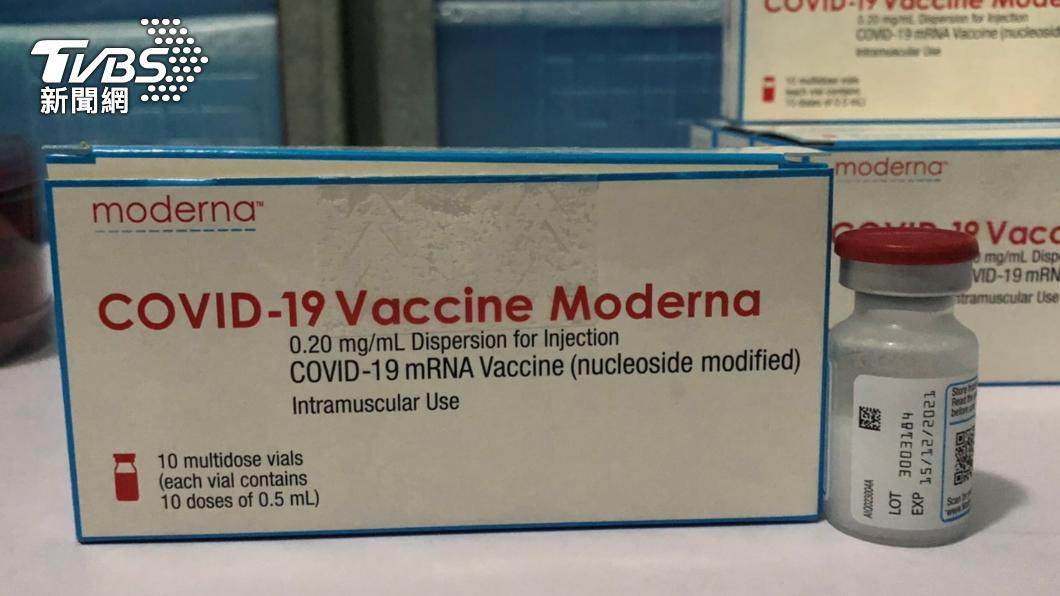 食品藥物管理署完成台灣自購的24萬劑莫德納疫苗第二次輸入封緘檢驗。(圖/食藥署提供) 台自購莫德納完成封緘!美贈送先開打 莊人祥曝原因