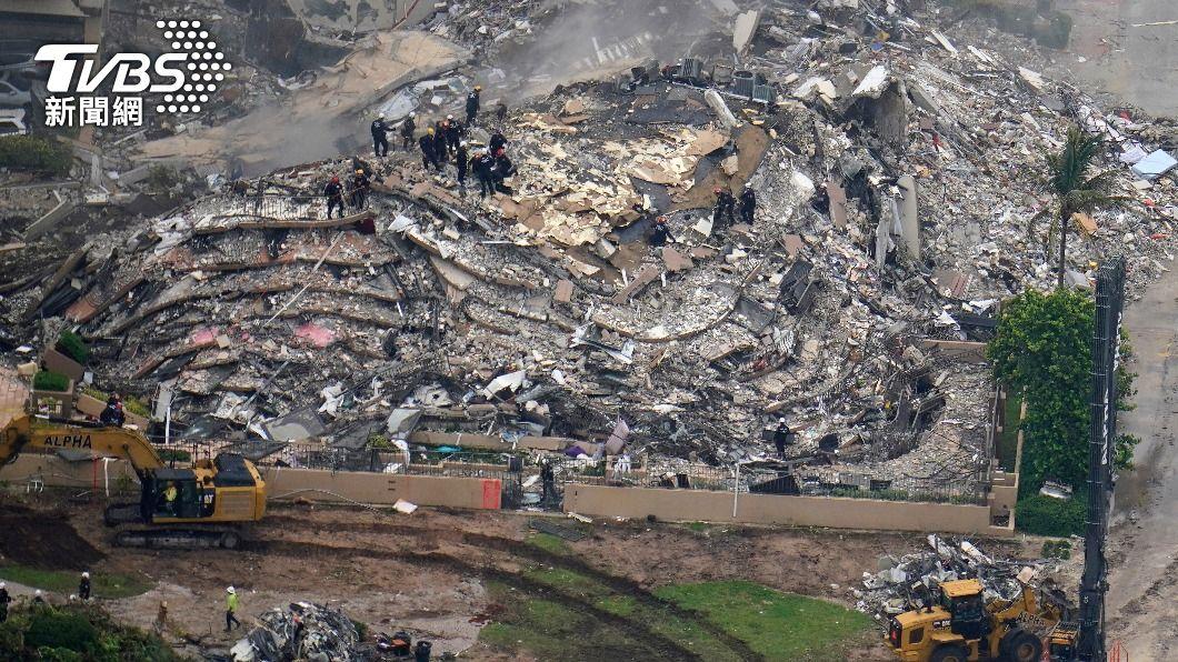 邁阿密海灘一棟公寓高樓部分坍塌,159人仍下落不明。(圖/達志影像美聯社) 邁阿密大樓坍塌首位罹難者身分 證實非台裔人士