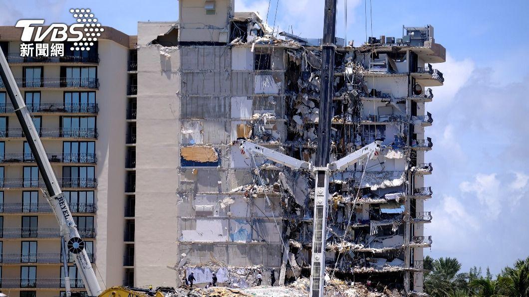 邁阿密大樓坍塌,罹難人數增至9人。(圖/達志影像路透社) 邁阿密大樓崩塌150人仍失聯 罹難增至9人