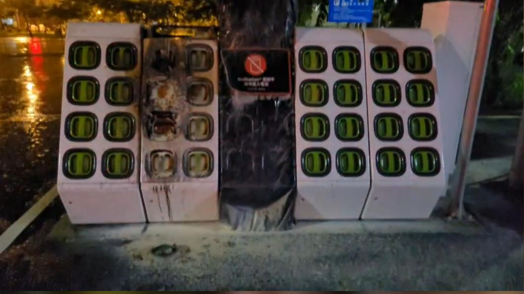 北區成德公園一處充電站今凌晨不明原因起火燃燒。(圖/民眾提供) 電動車充電站起火! 業者不解斷電為何自燃