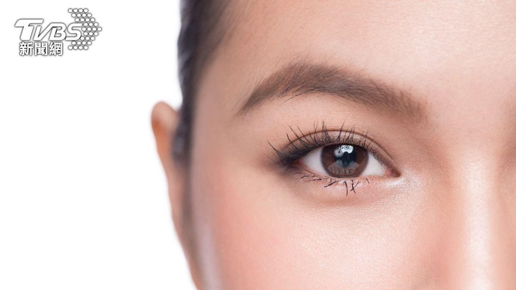 長期貼假睫毛、接睫毛,容易對眼睛產生影響。(示意圖/shutterstock達志影像) 天然又省錢!5招「睫毛激長法」10天馬上見效