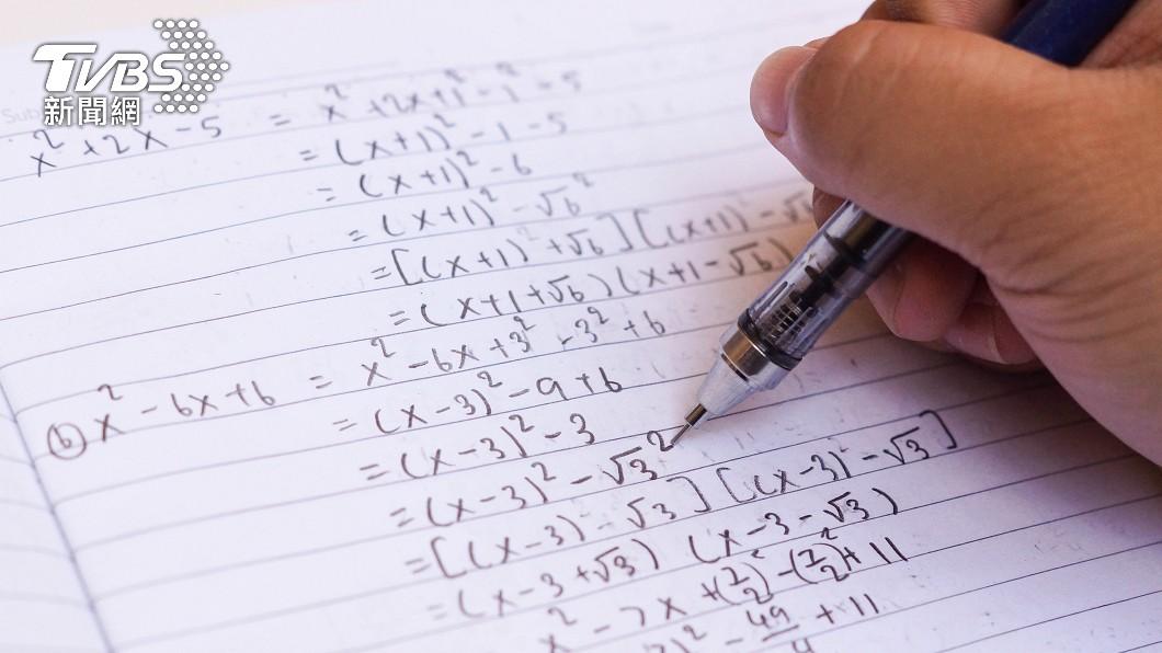 數學這個科目對許多人的求學過程中是一個頭痛的科目。(示意圖/shutterstock達志影像) 小一數學「神祕箭頭」求解 家長崩潰神人解答揭密