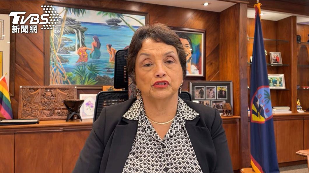 關島總督Lou Leon Guerrero今日在臉書上宣布7月4日開始入境旅客只要持有72小時內的PCR篩檢陰性報告就能免隔離。(圖/翻攝自Governor Lou Leon Guerrero臉書) 關島宣布入境打疫苗免隔離 旅行社:機+酒買氣回流
