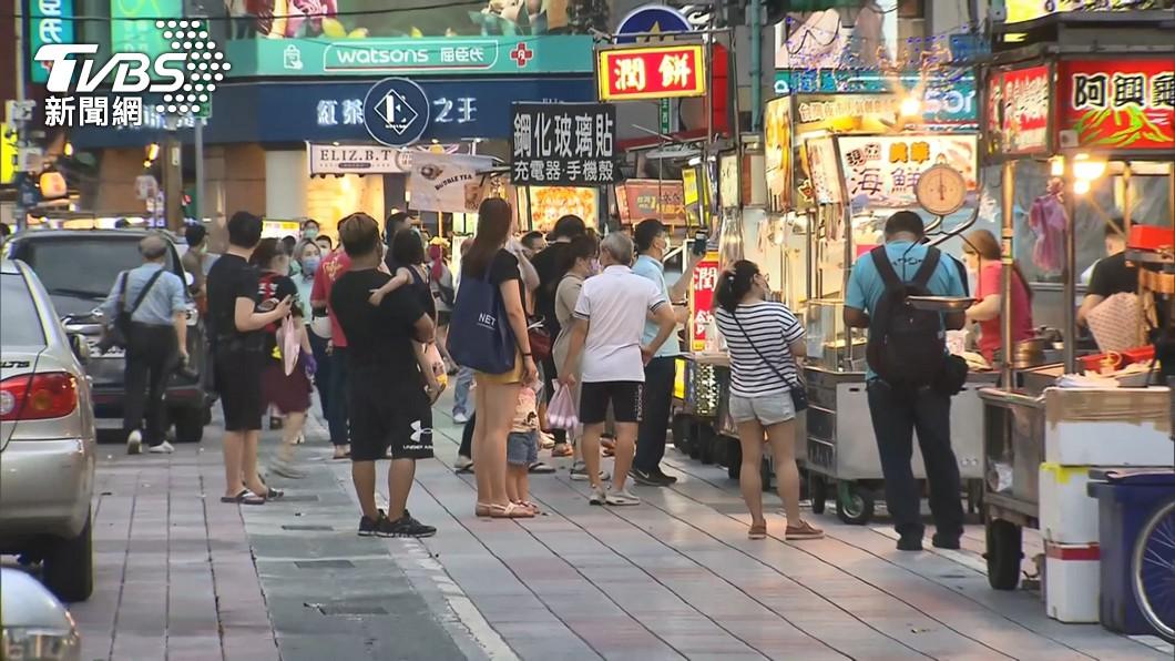 台北市部分夜市已「微解封」。(圖/TVBS) 7/12解封有望? 行政院:Delta入台不能放鬆