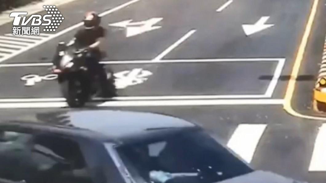 圖/TVBS 回軍營擦撞百萬車!紅牌騎士重傷 警列78肇事熱點加強取締