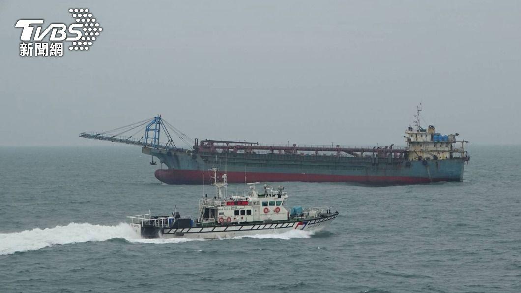 (圖/中央社) 3000噸級宜蘭艦協力 共同防堵馬祖海域大陸抽砂船