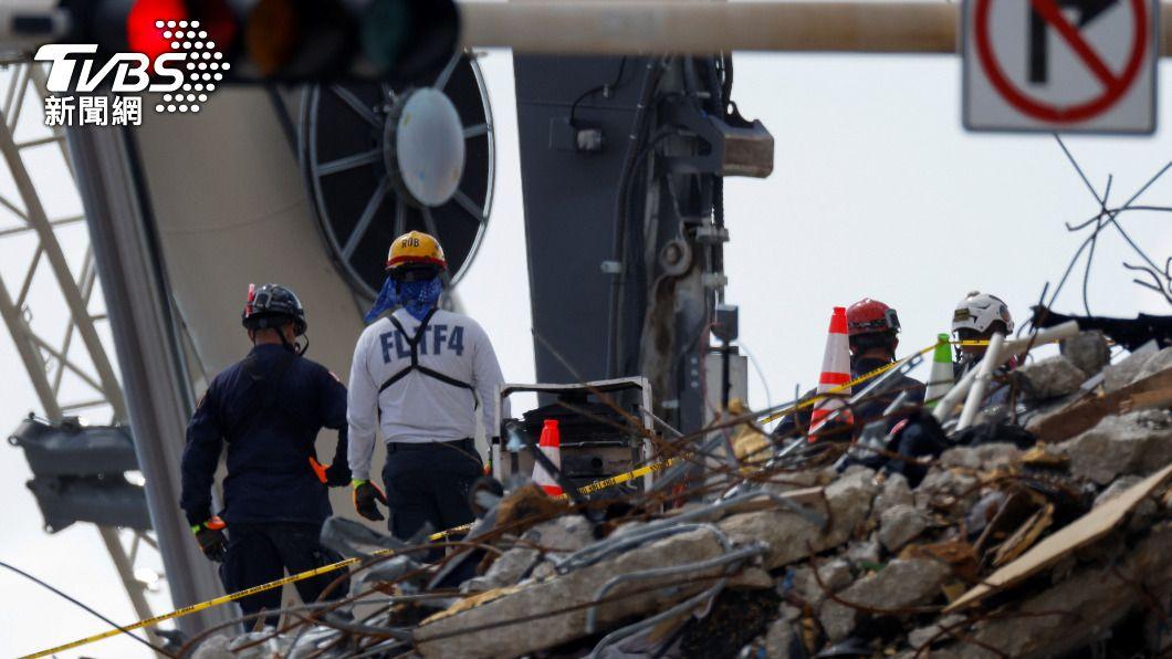 佛州濱海公寓坍塌已累計22人喪生。(圖/達志影像路透社) 佛州樓塌事故再添2死累計22人 仍有126人失蹤