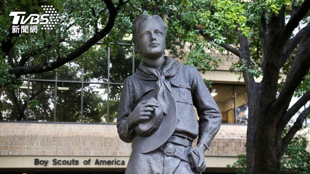 美國童軍總會總部門口紀念銅像。(圖/達志影像美聯社) 美國最大規模性侵案!和解協議曝光 童軍總會擬賠百億