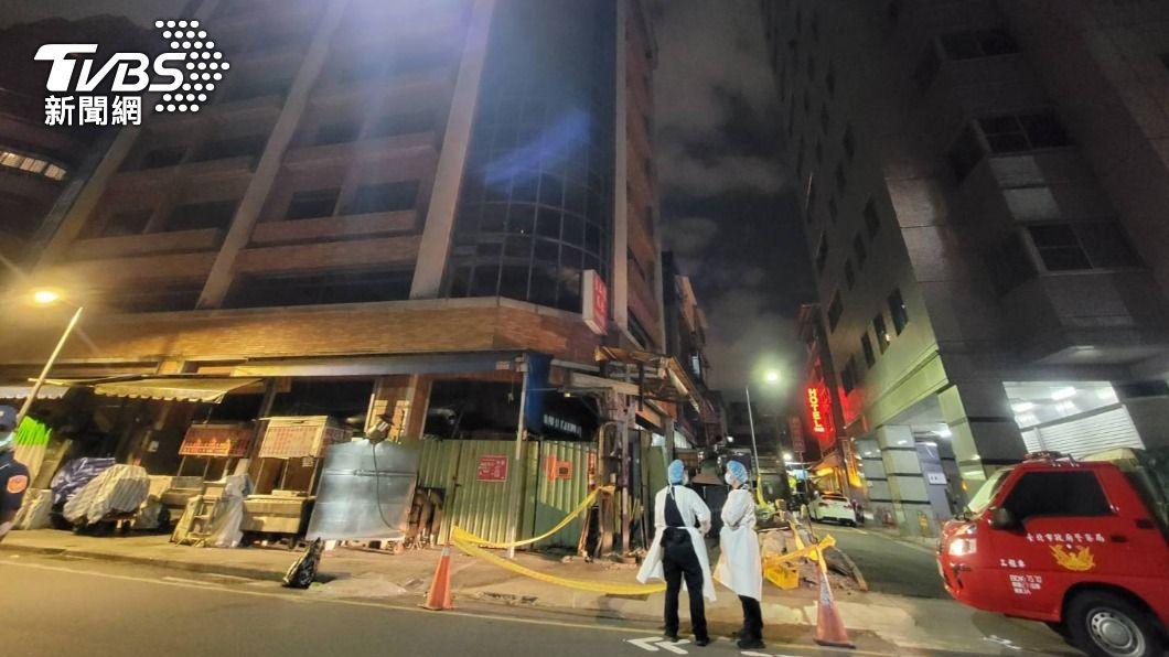 萬華一處工地大樓地下室發現男屍。(圖/TVBS) 萬華大樓驚現「腫脹泡水男屍」 警方緊急封鎖現場
