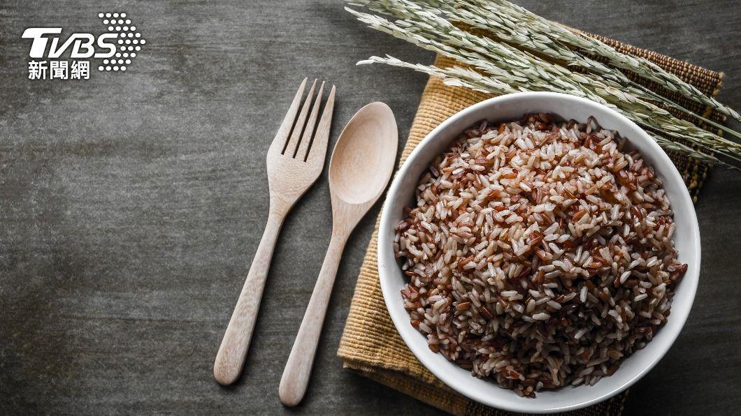 日本女生正流行「七號餐」減肥法,主食為糙米飯。(示意圖/shutterstock達志影像) 日本掀「七號餐」免運動減肥法!5天激瘦3公斤