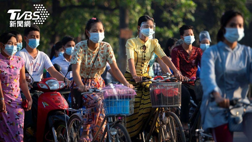 緬甸近日確診者快速增加。(圖/達志影像路透社) 緬甸疫情擴大 軍方分發免費口罩、禁止民眾外出