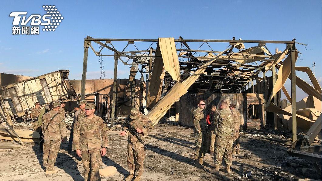 美軍駐阿薩德空軍基地在2020年初曾遭火箭炮攻擊。(圖/達志影像路透社) 中東火藥庫升溫 美軍空襲伊敘邊境 民兵發射火箭砲報復