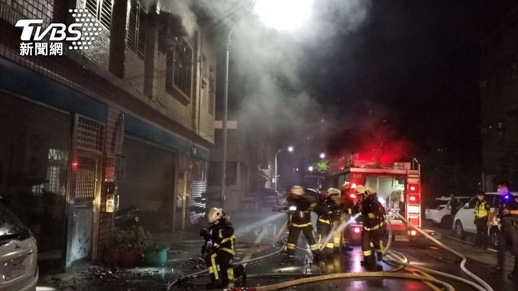 (圖/中央社) 頭份民宅火警!疑為疏散房客衝上樓 房東嗆暈送醫不治