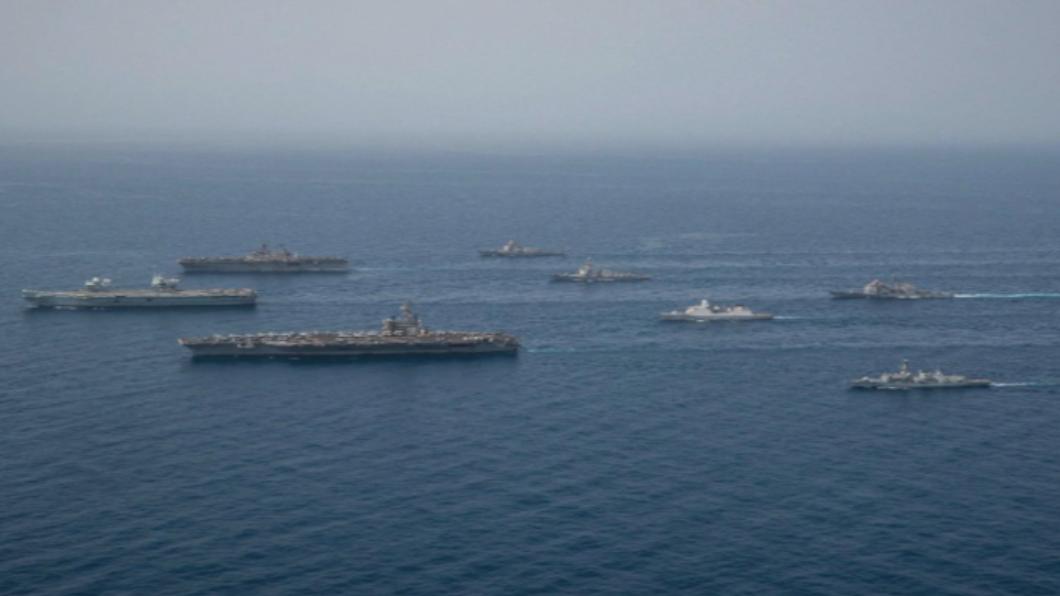 美英航母打擊群 中東亞丁灣會師海上演練