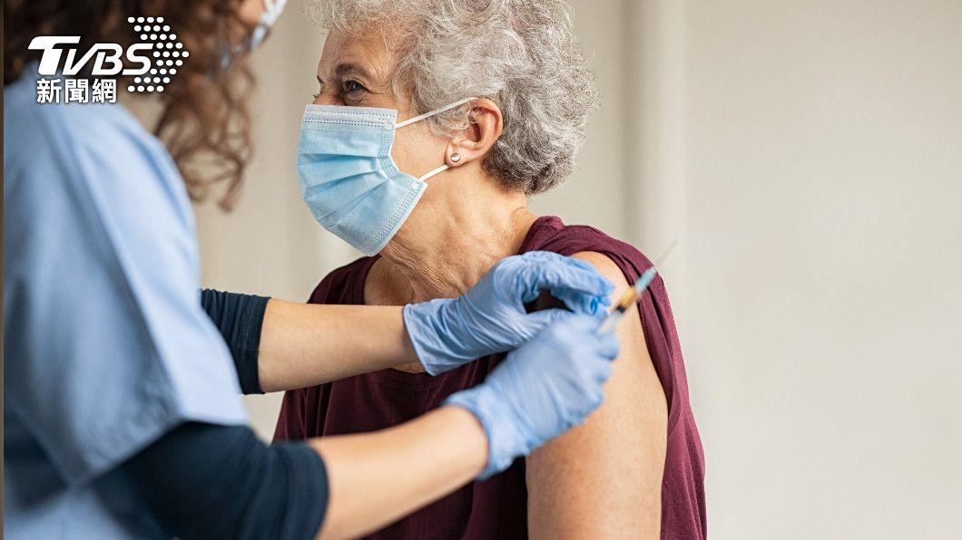 不少民眾擔心施打新冠肺炎疫苗後出現嚴重副作用。(示意圖/shutterstock達志影像) 一圖秒懂「各疫苗副作用」 醫授「破解撇步」曝保命關鍵