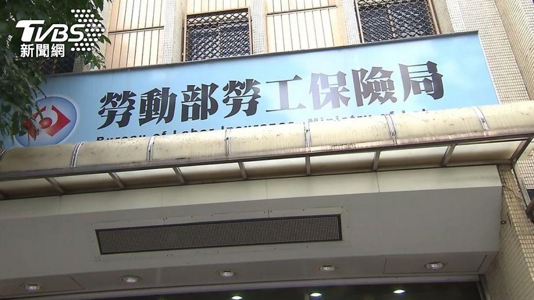 一名女子在勞保局以勞工身分服務了13年。(圖/TVBS) 在勞保局做了13年 女「考上正職公務員」年資全歸0