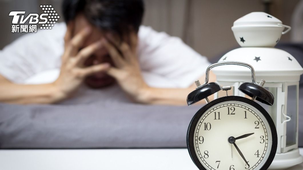 營養師指出近年失眠盛行率上升許多。(示意圖/shutterstock達志影像) 躺上床常睡不著? 營養師激推5飲品助一夜好眠