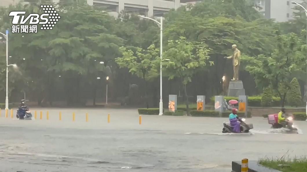 烟花颱風恐挾風雨直撲台灣。(示意圖/TVBS) 路徑再南修!烟花颱風恐直撲台 4地區風雨最劇烈