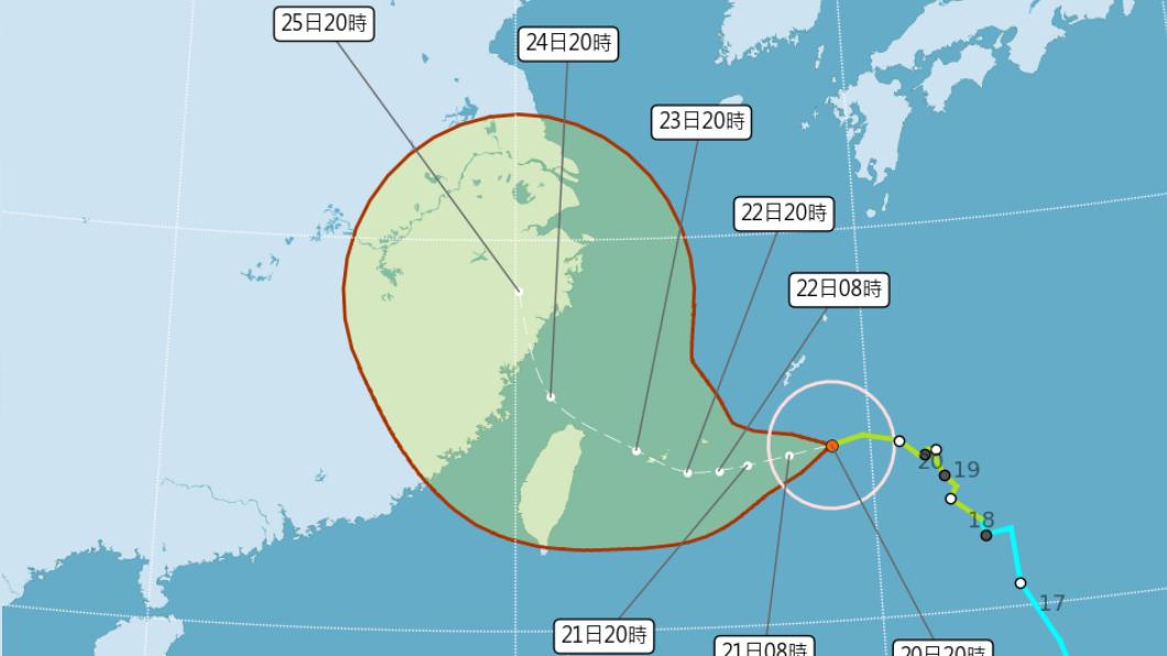 「烟花」增強為中度颱風。(圖/中央氣象局) 明發布海警!烟花增強變中颱 最新路徑、天氣出爐