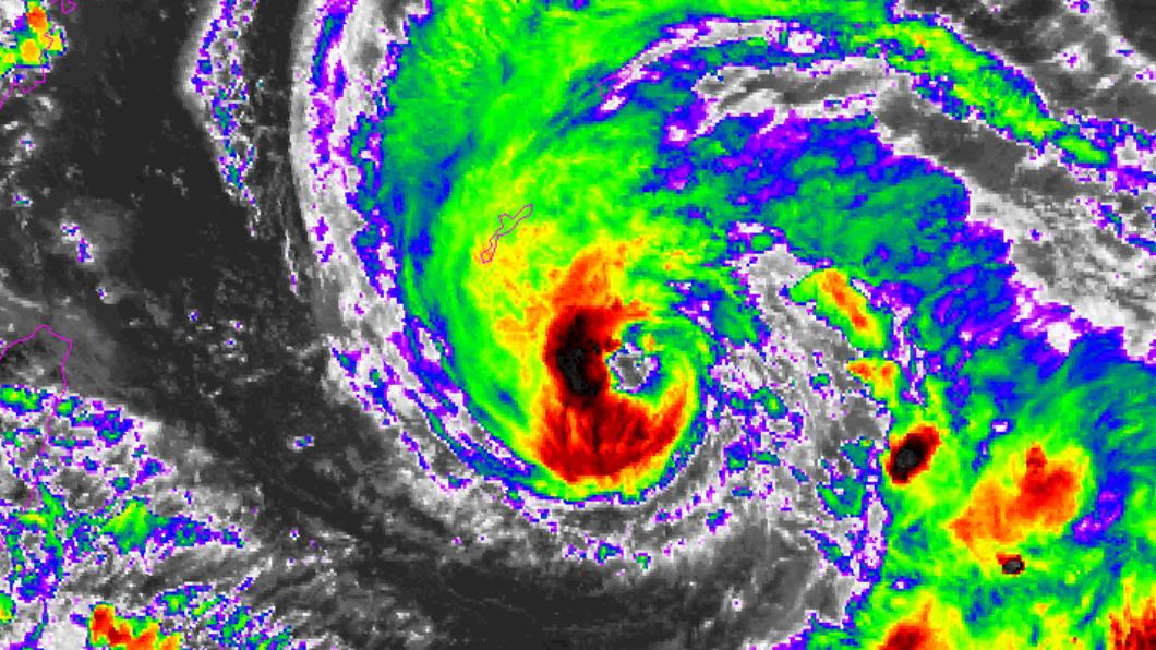 烟花颱風逐漸增強中。(圖/翻攝NOAA) 烟花2路徑最恐怖!恐撲台「這2地區」小心 雨彈時間曝