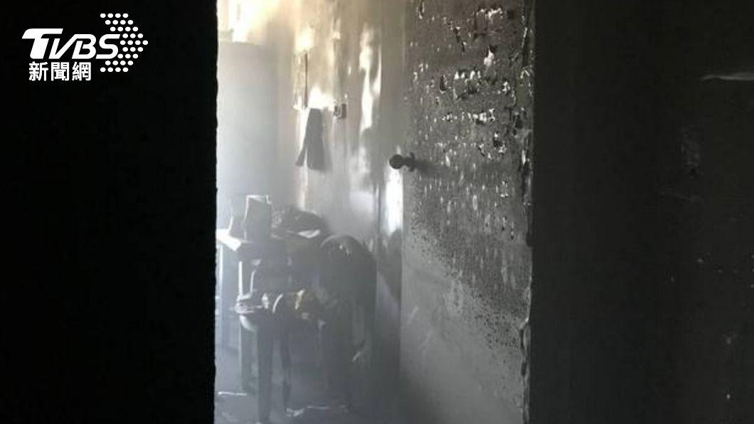 (圖/TVBS) 台中東勢民宅火警 父子被救出、爺爺倒臥床邊亡