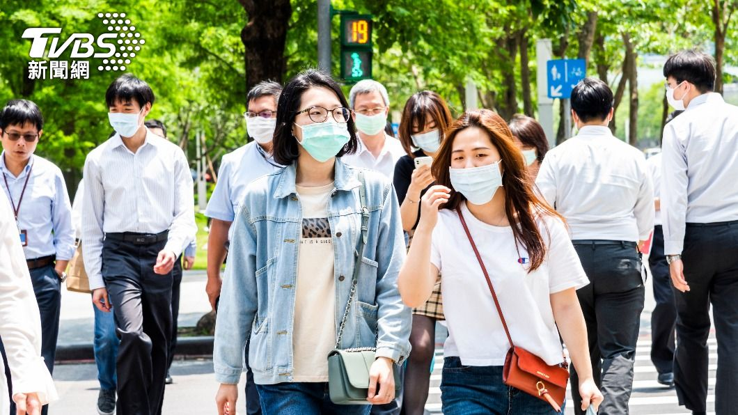 近日本土疫情有趨緩之勢。(圖/Shutterstock達志影像)  7/27降警戒?政院:視疫情發展經專家討論後決定