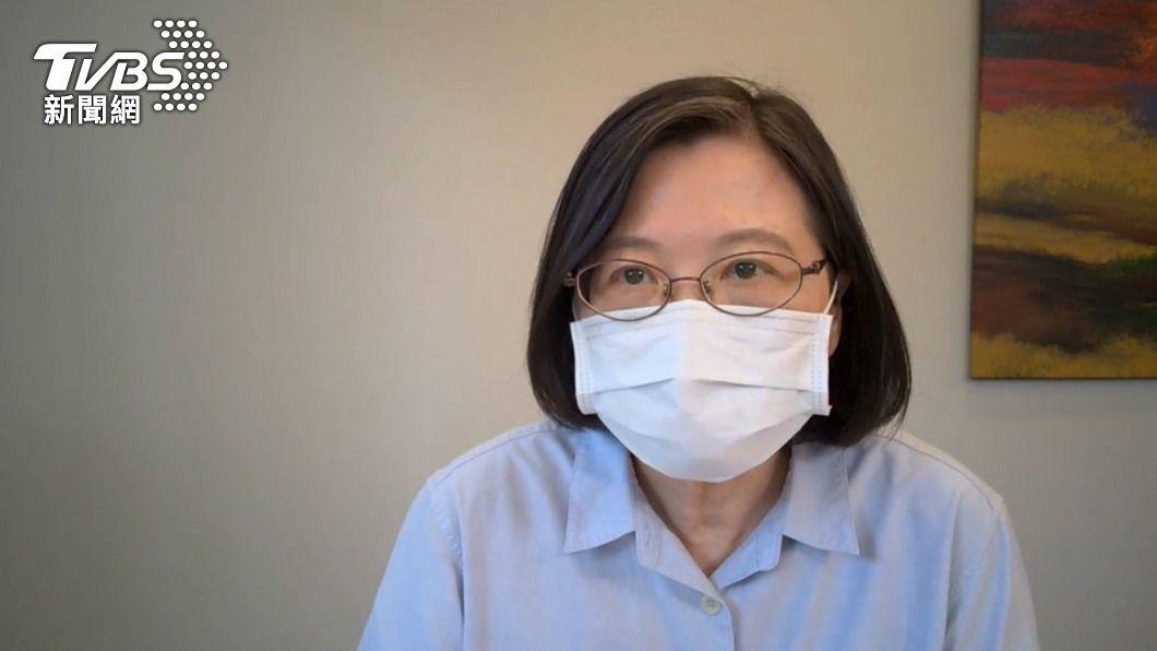 蔡英文下午在臉書發文報告兩個疫苗的進度。(圖/中央社) 1500萬劑BNT怎分配?蔡英文:開放12到18歲打