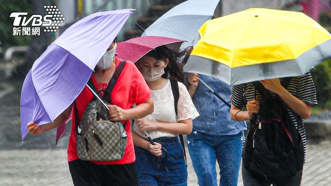 (圖/中央社) 颱風烟花外圍環流影響 竹苗以北8縣市防豪雨大雨