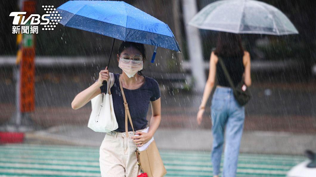 (圖/中央社) 颱風烟花龜速「路徑又變了」 北轉角度決定是否發陸警