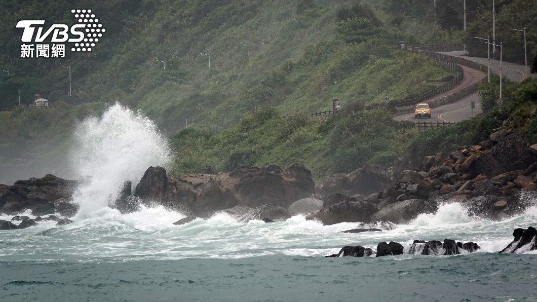 (圖/中央社) 中颱烟花暴風圈朝東部海面接近 台中以北防大雨