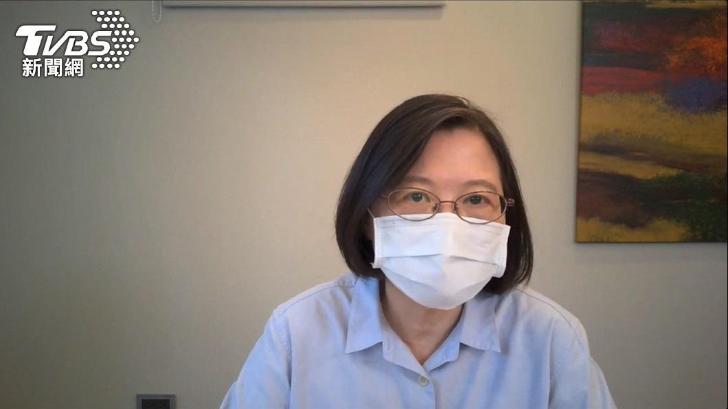 總統蔡英文。(圖/TVBS) 蔡英文獻手臂挺高端疫苗 府:總統已完成意願登記