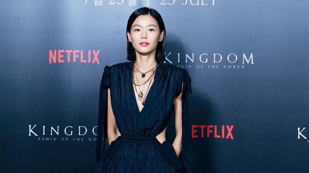 全智賢主演《屍戰朝鮮:雅信傳》。(圖/Netflix提供) 為《屍戰朝鮮:雅信傳》使手段 全智賢提議「願演喪屍」