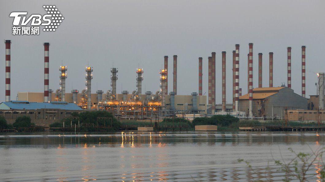 伊朗油廠。(圖/路透社) 避開美國制裁 伊朗啟用新輸油管及碼頭