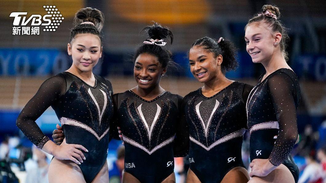 美國女子體操隊,(左二)黑珍珠西蒙·拜爾斯(Simone Biles)。(圖/達志影像美聯社) 憂染疫!美國選手退東奧村改住飯店 空運食材顧營養