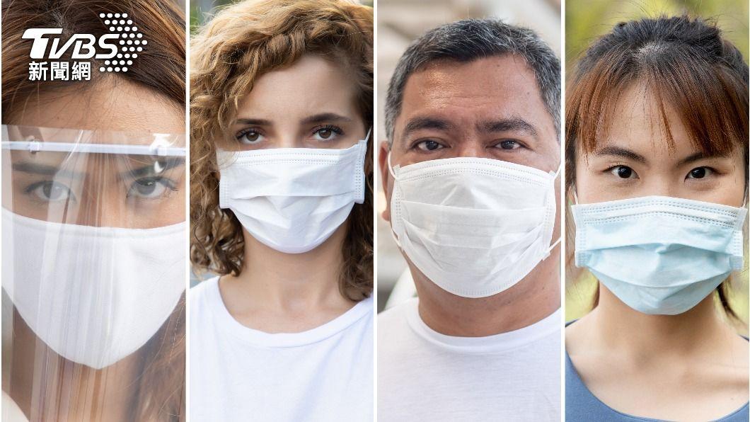 專家表示一劑疫苗、加上口罩、社交距離,相當於兩劑疫苗的防疫效果。(圖/shutterstock達志影像) 降二級仍不可鬆懈!專家曝靠「這3招」等於2劑疫苗效果
