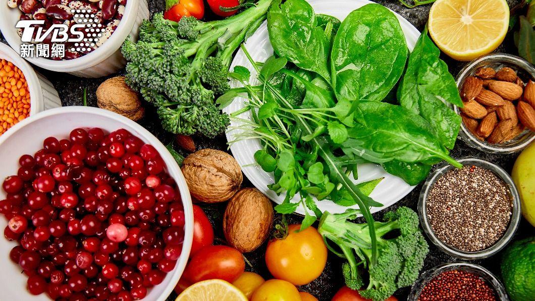 醫師指出,富含堅果、蔬菜及黃豆的素食飲食可降低腦中風風險。(圖/shutterstock達志影像) 21天改變飲食習慣 醫:吃素調節免疫力抗新冠肺炎