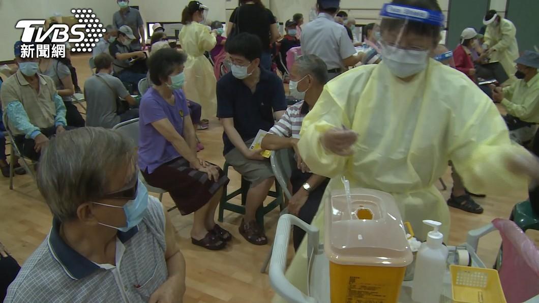 柯文哲日前透露北市一堆疫苗快到期。(示意圖/TVBS) 莫德納快到期甩鍋地方?北市府掲真相:中央專案特別多