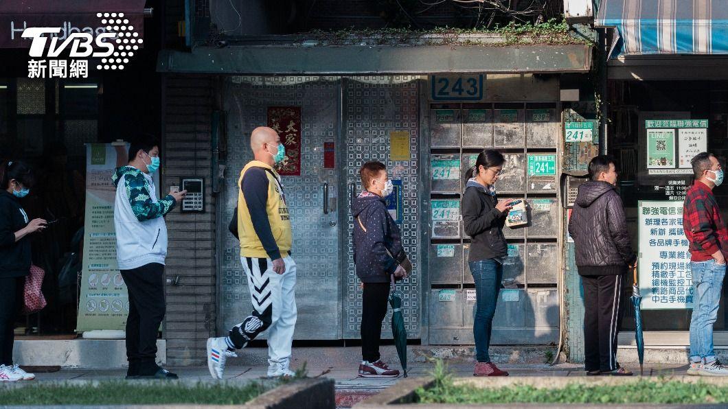 台灣民眾將迎來疫情警戒降級。(示意圖/shutterstock 達志影像) 借鏡國外!韓民眾5大防疫漏洞 降級鬆懈疫情恐反撲