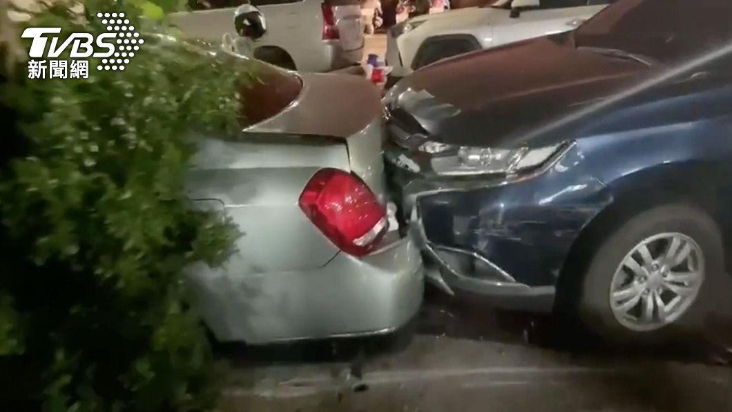 圖/TVBS 毒品通緝犯開車衝撞 新北警開槍破窗逮捕1嫌