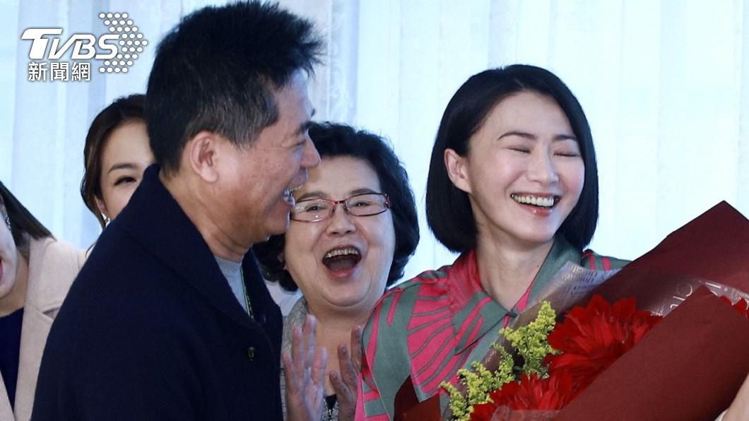 愛情長跑20年的侯怡君、蕭大陸,今年5月才鬆口結婚喜訊。(圖/TVBS資料畫面) 爆有小三舊愛又掀戰!蕭大陸「神隱4天」侯怡君一手捍衛
