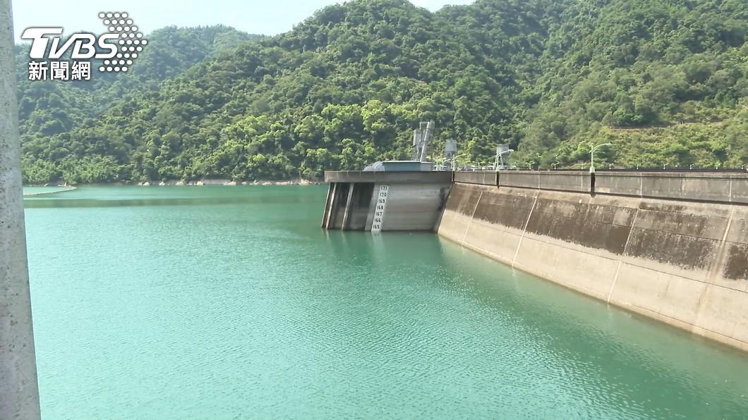 受到烟花颱風外圍環流影響,翡翠水庫大進帳。(圖/TVBS) 翡翠水庫水量一度降到70% 原因曝光最新數據出爐