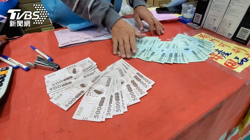 有「2類人」可以直接領今年振興五倍券。(示意圖/TVBS資料畫面) 振興1千換5千遭網轟!注意這「2類人」直接領五倍券