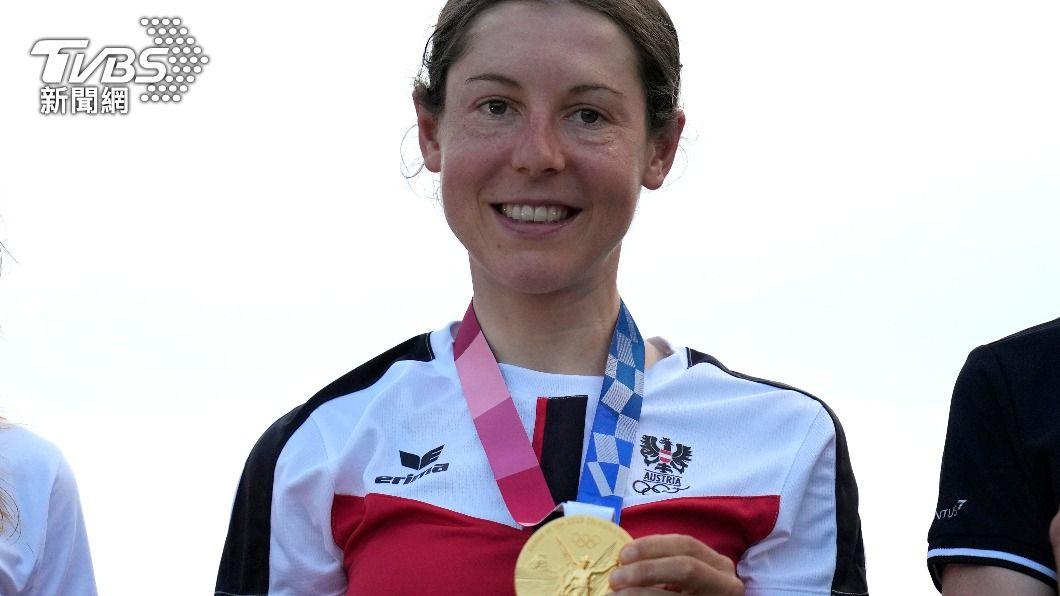 東京奧運自由車女子組公路賽,由來自奧地利的安娜.基森霍夫拿下金牌。(圖/達志影像美聯社) 女子公路賽爆冷門! 無名小將基森霍夫奪金牌