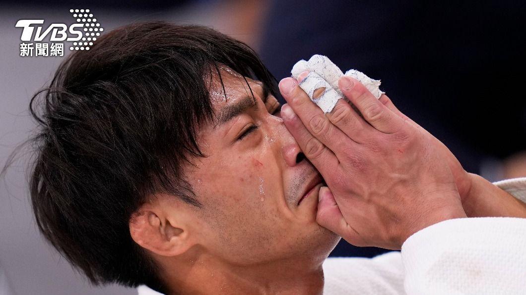柔道代表選手楊勇緯激動落淚。(圖/達志影像美聯社) 他嗆楊勇緯「哭X」去應徵葬儀社 遭網怒圍剿再撂狠話