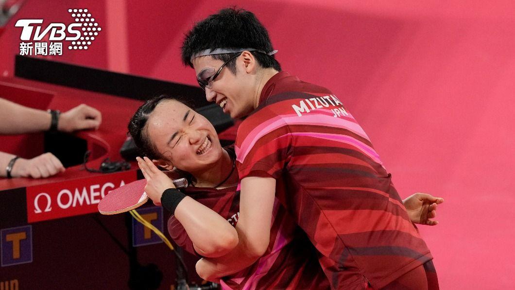日本隊桌球混雙「兄妹」為日本拿到首面金牌。(圖/達志影像美聯社) 日本桌球「青梅竹馬」逆轉奪金!水谷「眼鏡」秘密賺人熱淚