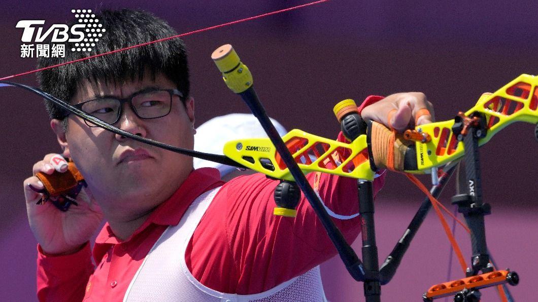 中華射箭男團昨(26)日在東奧賽事中擊敗大陸隊,王大鵬被小粉紅羞辱「死胖子」。(圖/達志影像美聯社) 射箭輸了氣噗噗!小粉紅羞辱自家選手「死胖子」