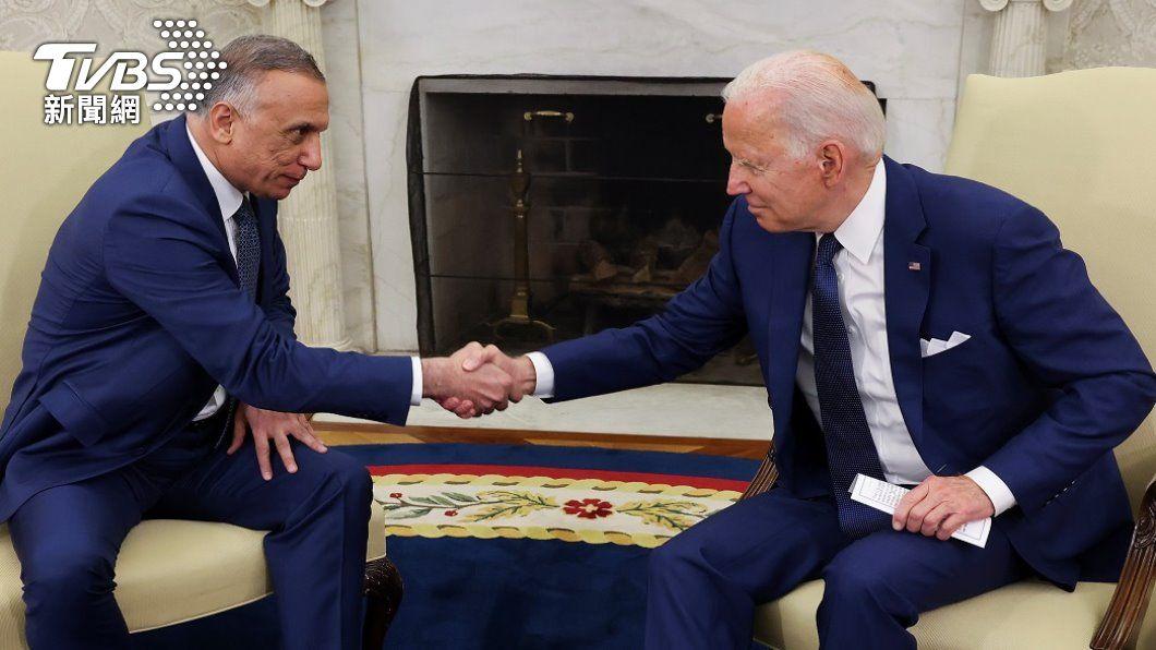 美國總統拜登26日和伊拉克總理哈德米展開會談。(圖/路透社) 作戰任務年底結束 拜登宣告對伊拉克關係進入新階段